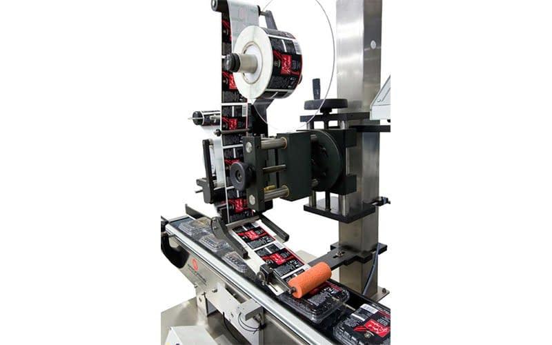 automatische etiketten auf produkte kleben
